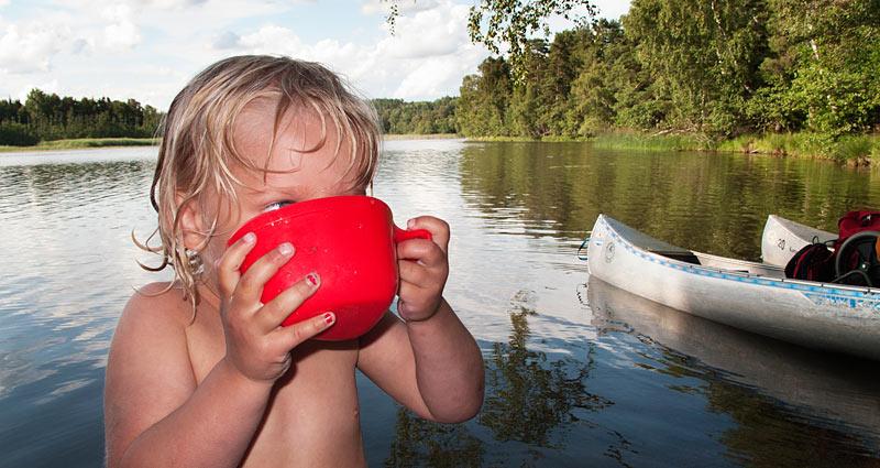 På kanotur i Sverige med børn