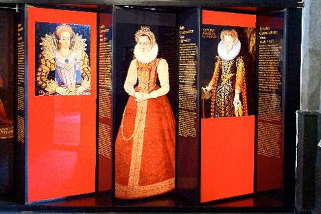 På slottet vises den permanente udstilling 800 år av krig makt och