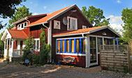 Bo i hus på økologisk gård ved Aneby i Småland, Sverige