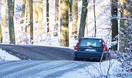 Husk vinterdæk på bilen fra december til marts, når du kører i Sverige