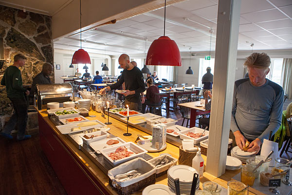 Fjeldstationens morgenbuffet kan anbefales