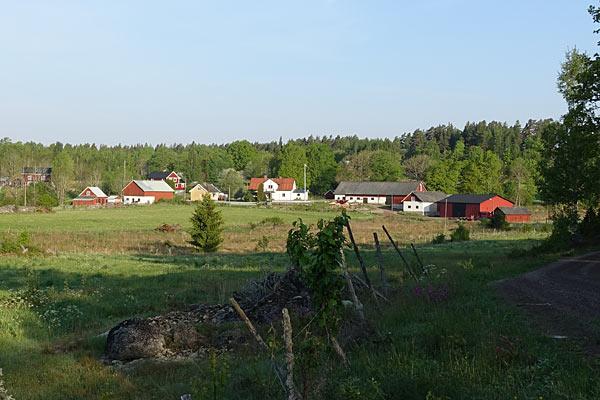 Feriehus i landsby omgivet af smuk natur