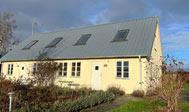Tre separate ferieboliger på gård ved Kivik til leje