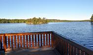 Nyrenoveret sommerhus ved sø i Sverige