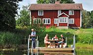 Vælg mellem fire sommerhuse i Småland, Sverige, heraf tre med søudsigt