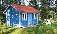 Vælg mellem hytteferie med selvforplejning og Bed & Breakfast på gård ved Karlshamn i Blekinge, Sverige
