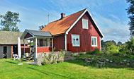Idyllisk rødt sommerhus tæt på Vallåsen