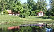 To sommerhuse med naturskøn beliggenhed i Nordskåne udlejes